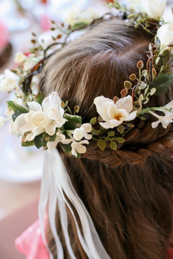 #flowergirl #flowergirlcrown #flowerheadpiece #flowersinherhair #linolakesflorist