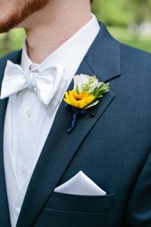 www.ameliareneephoto.com #sunflowerwedding #sunflowerboutonniere #yellowwedding #linolakesflorist